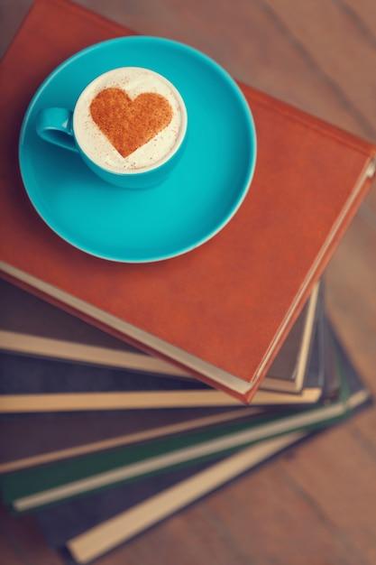 Tazza di caffè con cuore di forma Foto Premium