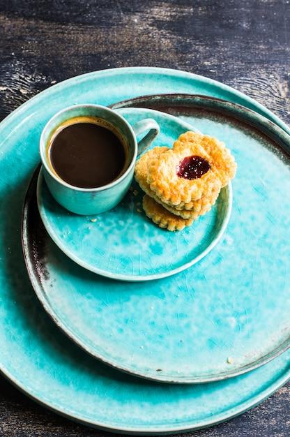 Tazza di caffè e biscotti Foto Premium