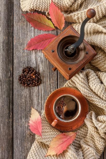 Tazza di caffè nero caldo. Foto Premium