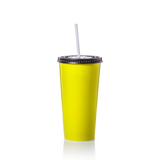 Tazza di carta verde in bianco con paglia per bibita o caffè. Foto Premium