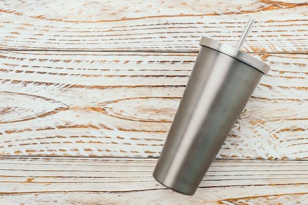 Tazza in acciaio inox e bicchiere Foto Gratuite