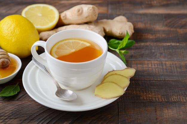 Tè alla radice di zenzero con limone e miele Foto Premium