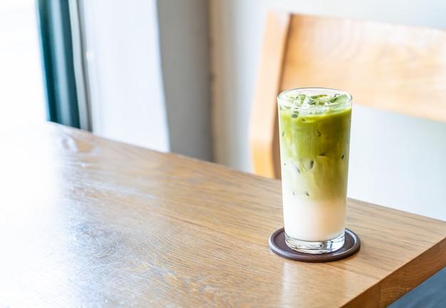 Tè verde matcha ghiacciato con latte Foto Premium