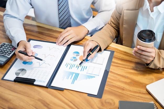 Team di pianificazione del progetto startup del lavoro di squadra che lavora insieme Foto Premium