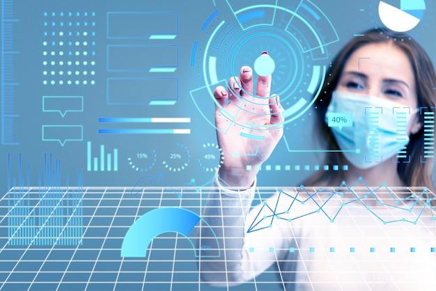 Tecnologia futuristica alla ricerca di una cura per l'infezione Foto Gratuite