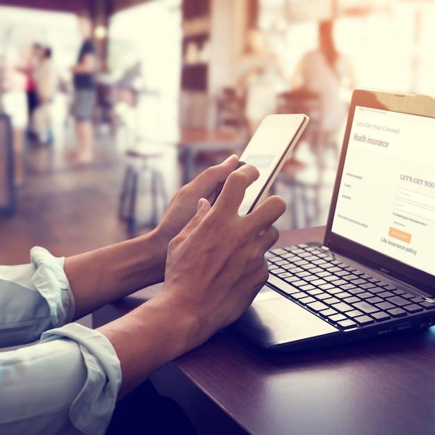 Tecnologia mobile di pagamento online di concetto. Foto Premium