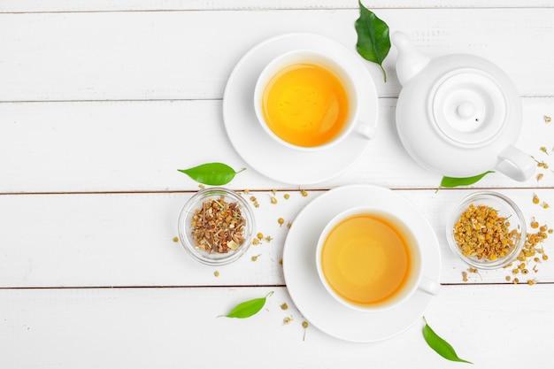 Teiera e tazze di tè Foto Premium
