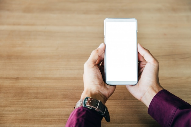 Telefono cellulare con tecnologia schermo vuoto e il concetto di stile di vita. Foto Premium
