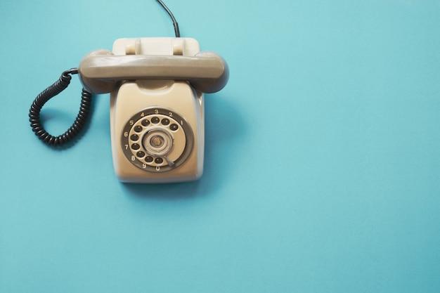 Telefono Vintage Su Sfondo Blu Scaricare Foto Premium