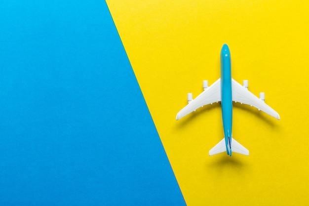 Tema di viaggio in aereo in miniatura Foto Premium