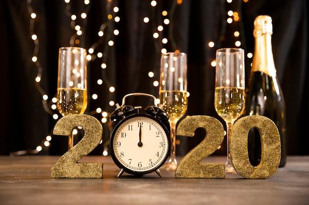 Tema dorato del partito del nuovo anno di angolo basso Foto Gratuite