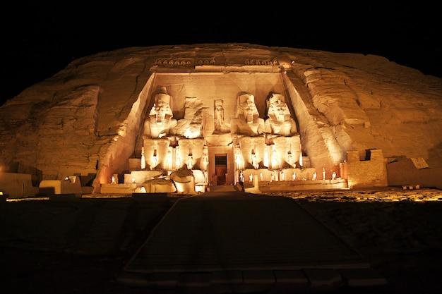 Tempio di abu simbel, in egitto Foto Premium