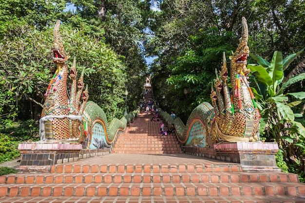 Tempio di doi suthep, chiang mai in tailandia Foto Premium