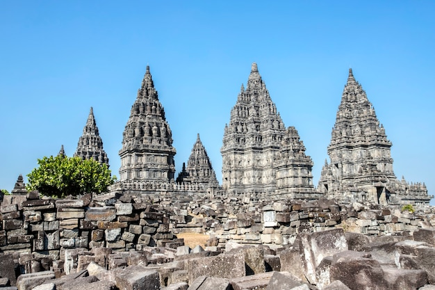 Tempio di prambanan, yogyakarta sull'isola di java, indonesia Foto Premium