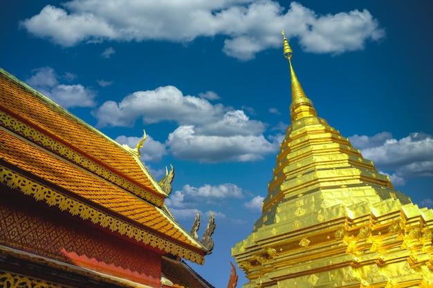 Tempio nell'arte antica chedi phra that doi suthep di bangkok tailandia in chiang mai, tailandia asia Foto Premium