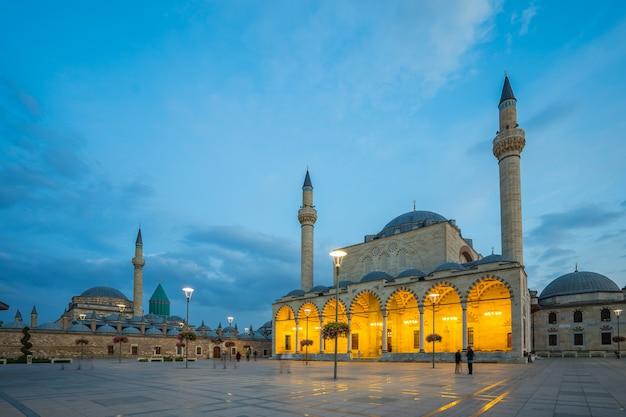 Tempio turco in una piazza Foto Premium