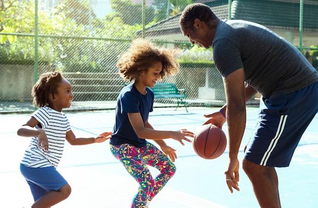 Tempo libero di attività di esercizio di sport di pallacanestro Foto Premium