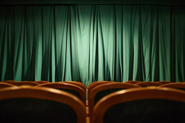 Tende verdi del palcoscenico Foto Premium
