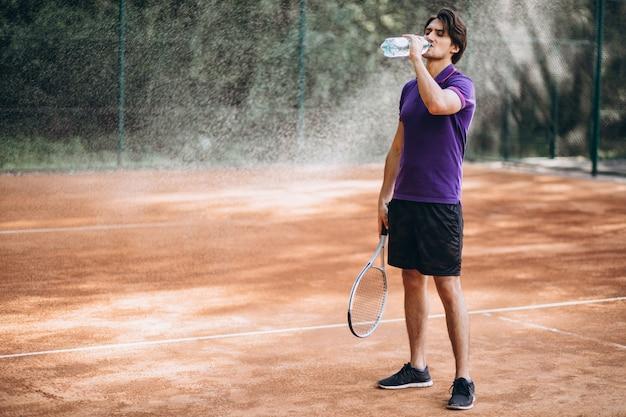 Tennis del giovane alla corte Foto Gratuite