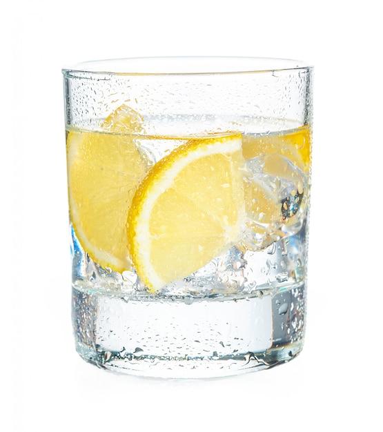 Tequila girato con succose fette di limone Foto Premium