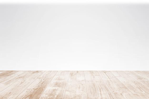 Terrazzo di legno vuoto con fondo bianco. vista del primo piano con il fuoco selettivo. Foto Gratuite