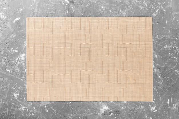 Tessuto della tovaglia sulla tavola di legno Foto Premium