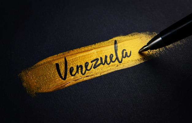 Testo della calligrafia del venezuela sul tratto di pennello dorato Foto Premium