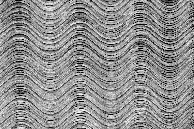 Texture di sfondo. i fogli di ardesia si trovano uno sopra l'altro e formano una superficie ondulata orizzontale. Foto Premium