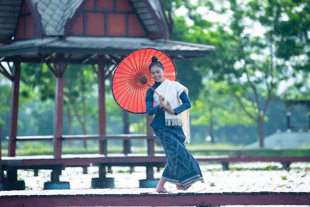Thailandia danza donne in costume stile nazionale costume: danza thailandia Foto Gratuite