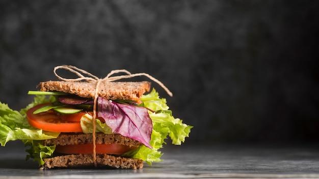 Toas sandwich sul tavolo Foto Gratuite