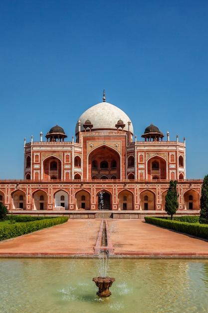 Tomba di humayun famosa meta di attrazione turistica. delhi, india Foto Premium