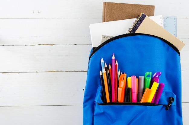 Torna a scuola sacchetto di scuola della strega Foto Gratuite