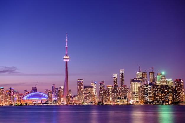 Toronto skyline della città di notte Foto Premium