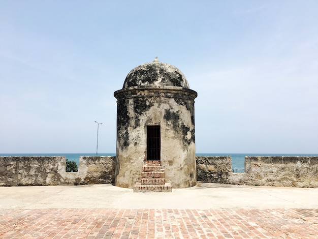 Torre nel centro storico di cartagena, in colombia. Foto Premium