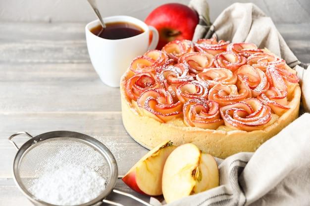 Torta di mele con cannella Foto Premium