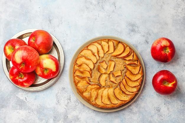 Torta di mele fatta in casa dolce con cannella Foto Gratuite