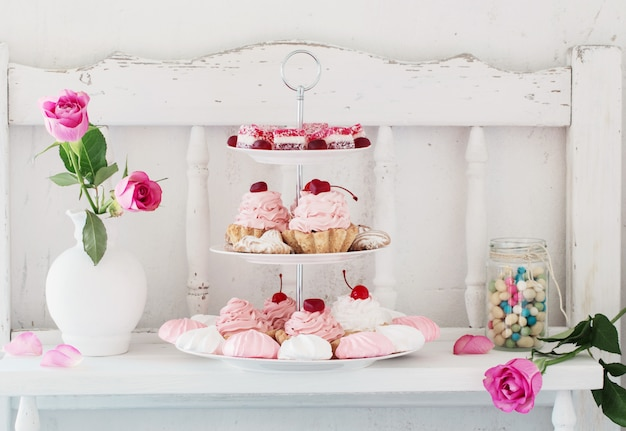 Torte rosa sul piatto Foto Premium