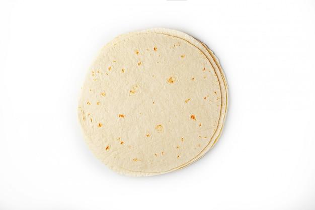 Tortilla la tortilla di mais o semplicemente la tortilla è un tipo di pane azzimo sottile fatto da hominy. Foto Premium