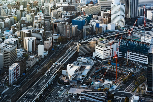 Traffico e città a yokohama, in giappone Foto Premium