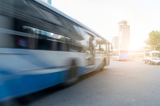 Traffico stradale urbano Foto Premium