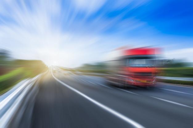 Traffico sull'autostrada Foto Gratuite