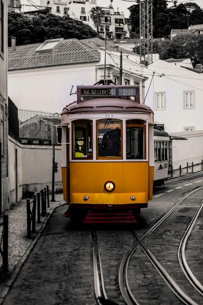 Tram di lisbona in portogallo. Foto Premium