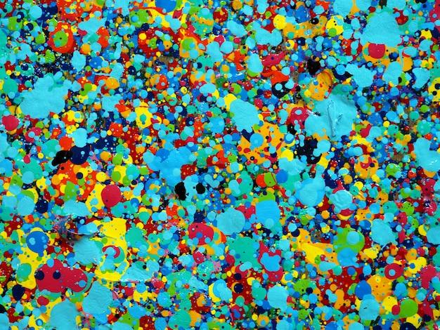 Trama di gocce colorate di pittura. i colori luminosi del fondo astratto artistico spruzza. Foto Premium