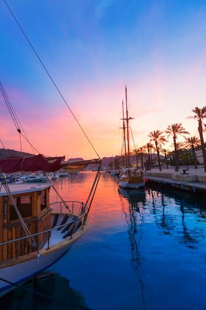 Tramonto del porto turistico di cartagine murcia in spagna Foto Premium