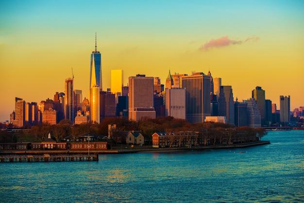 Tramonto di skyline di new york city Foto Gratuite