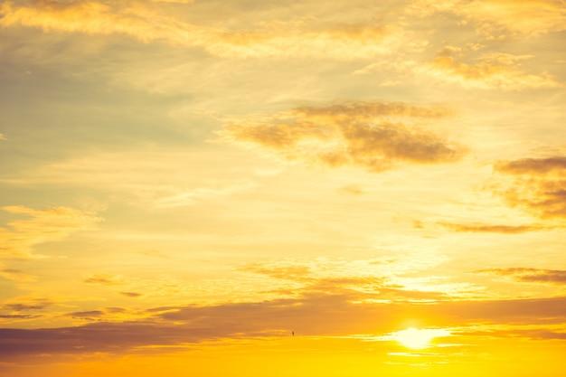 Tramonto sul cielo Foto Gratuite