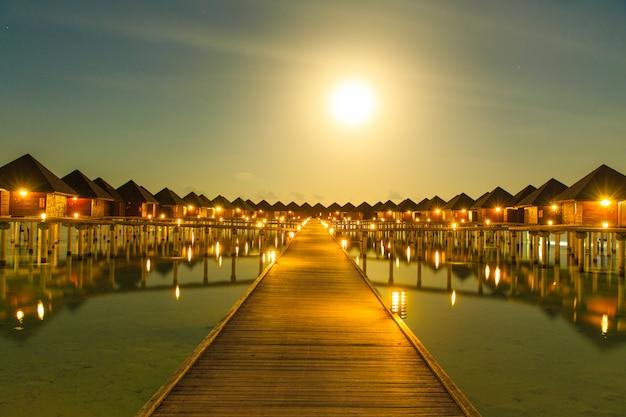 Tramonto sul mare alle maldive Foto Premium