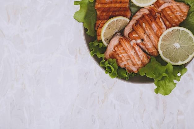 Trancio di salmone grigliato Foto Gratuite