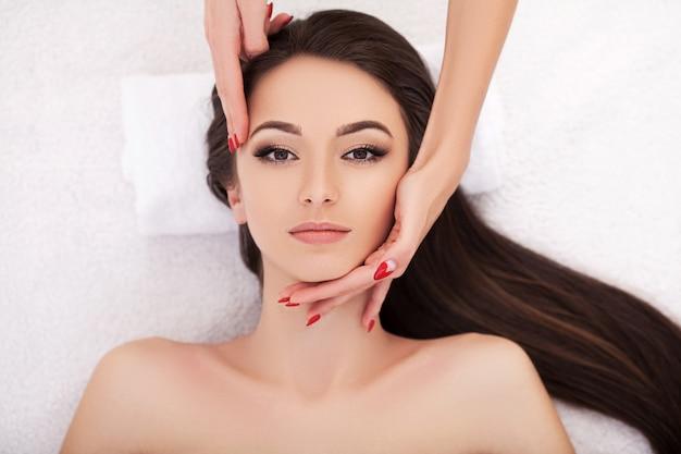 Trattamenti di bellezza per il viso Foto Premium