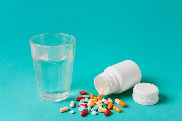 Trattamento medico con pillole Foto Gratuite